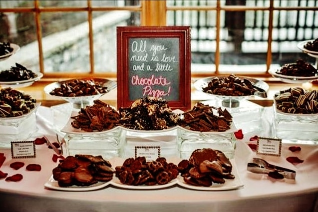 Interesting Wedding Favors | Gourmet Chocolate Pizza