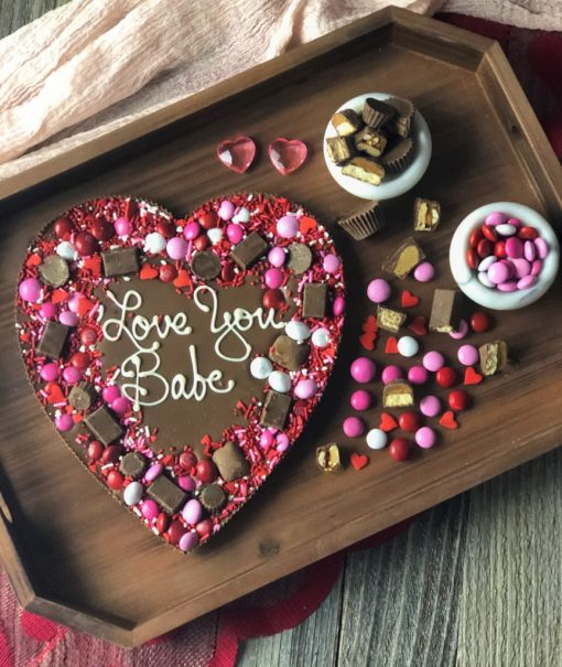 custom heart chocolate pizza says love you babe on wooden tray