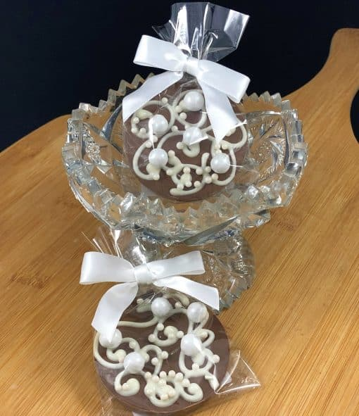 lace and pearls mini chocolate pizza