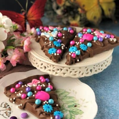 3 slices of chocolate pizza with flowers for mom sugar decorations